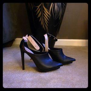 C-LABEL heels